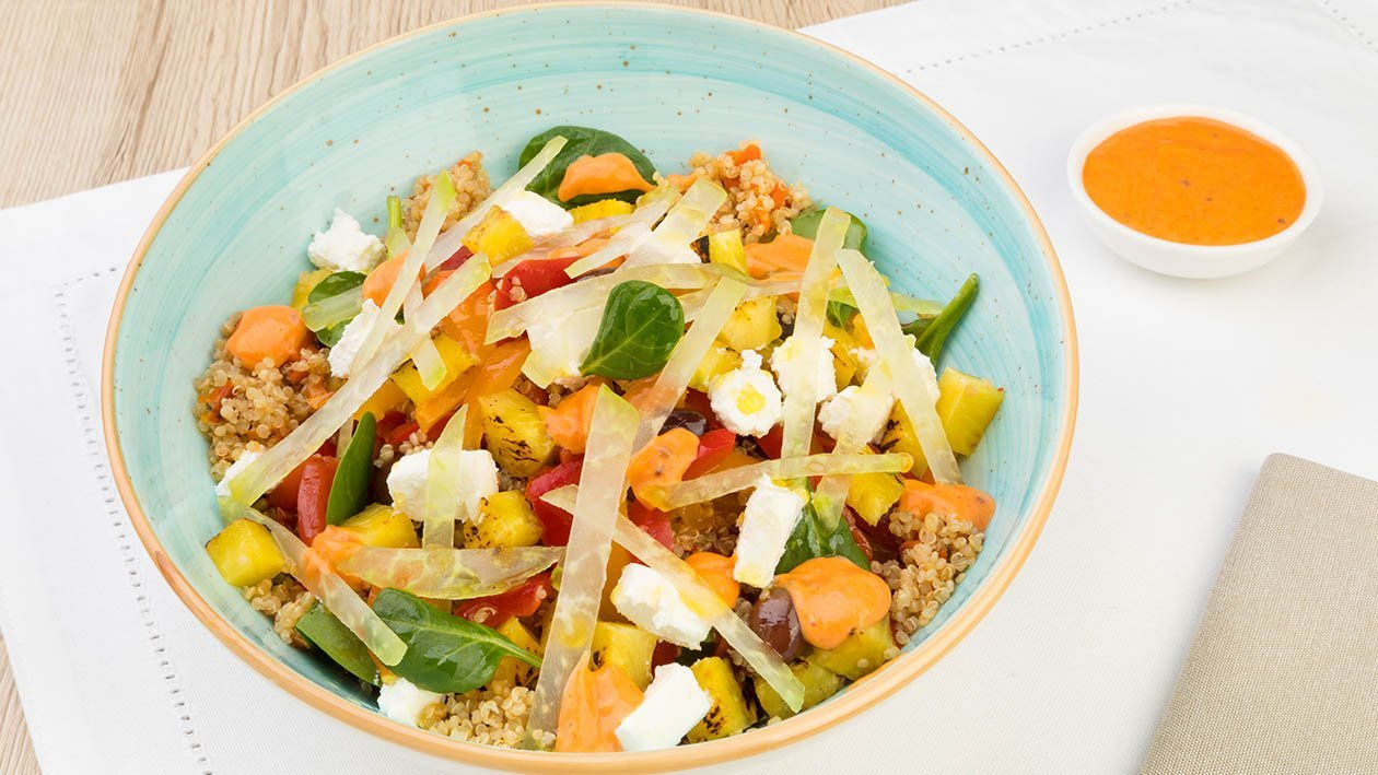 Insalatina di quinoa con ananas arrostito, peperoni saltati, robiola e Thousand Island dressing – Ricetta