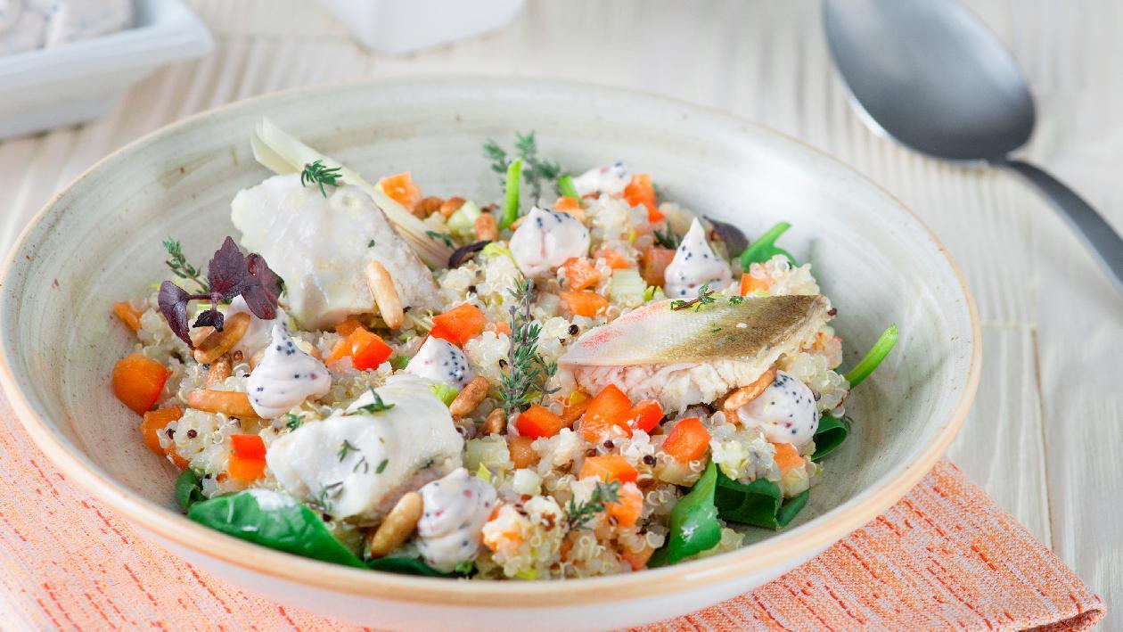 Insalatina di quinoa con gallinella confit al lemongrass, pinoli e maionese alle uova di lompo – Ricetta