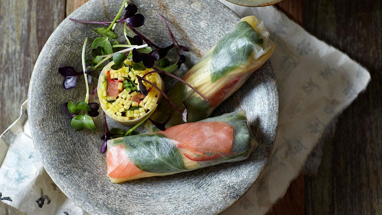 Involtini primavera con mango, salmone e basilico Thai – Ricetta