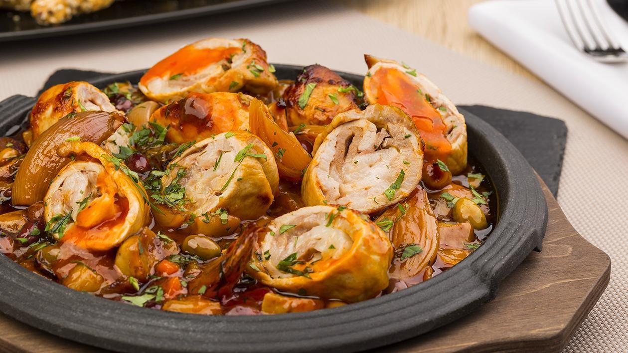Involtino di maiale alle olive con scalogni brasati in salsa agrodolce – Ricetta