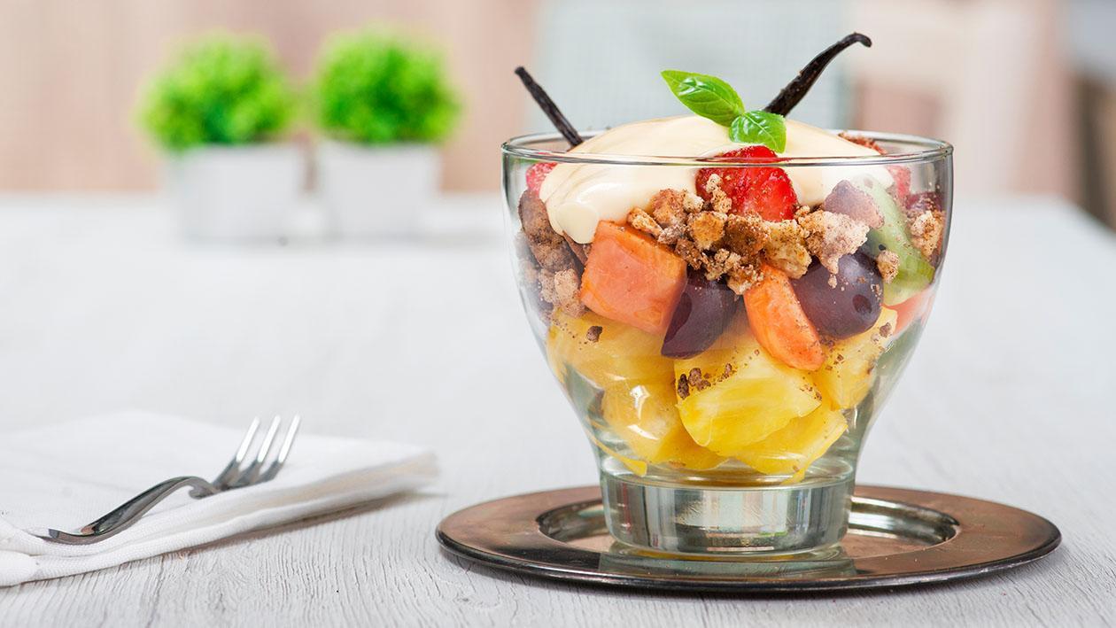 Macedonia di frutta sottovuoto con crema alla vaniglia e crumble alla liquirizia – Ricetta