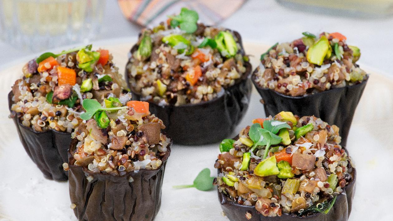 Melanzane ripiene di quinoa e pistacchi – Ricetta