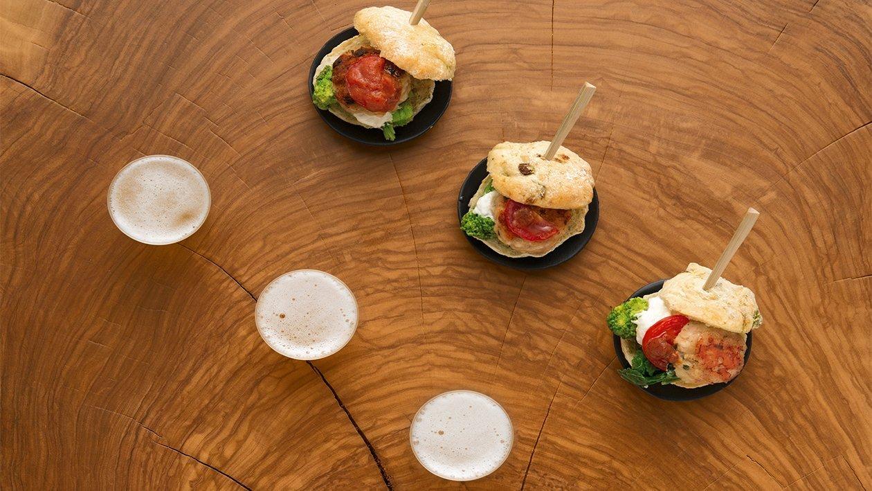 Mini hamburger al pomodoro secco con cime di rapa, burrata e maionese alle acciughe e aglio – Ricetta