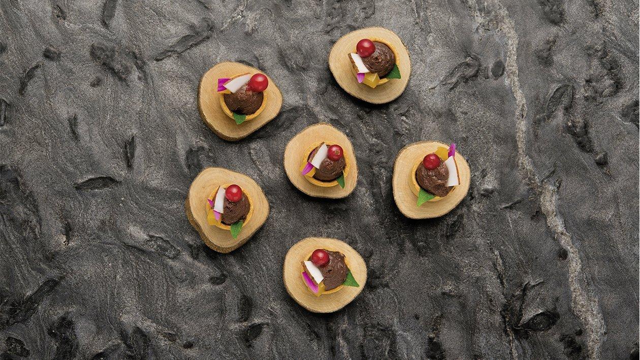 Mini tartellette di mousse al cioccolato con gelée all'arancia e nocciole al caramello – Ricetta