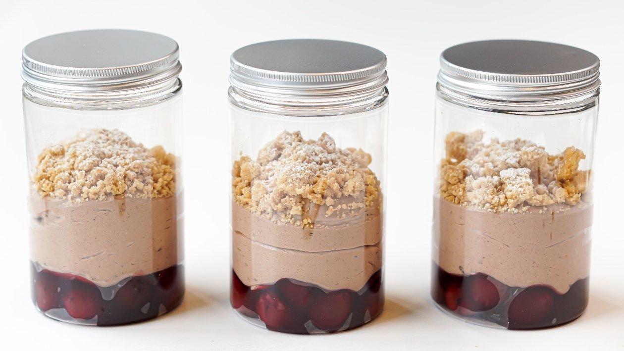 Mousse al caffè con amarene e crumble 2.0 take away – Ricetta