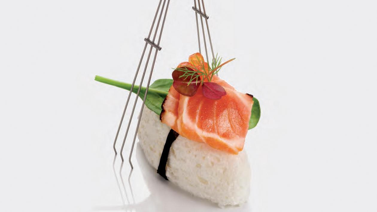 Nigiri di meringhetta al lime con tataki di salmone – Ricetta