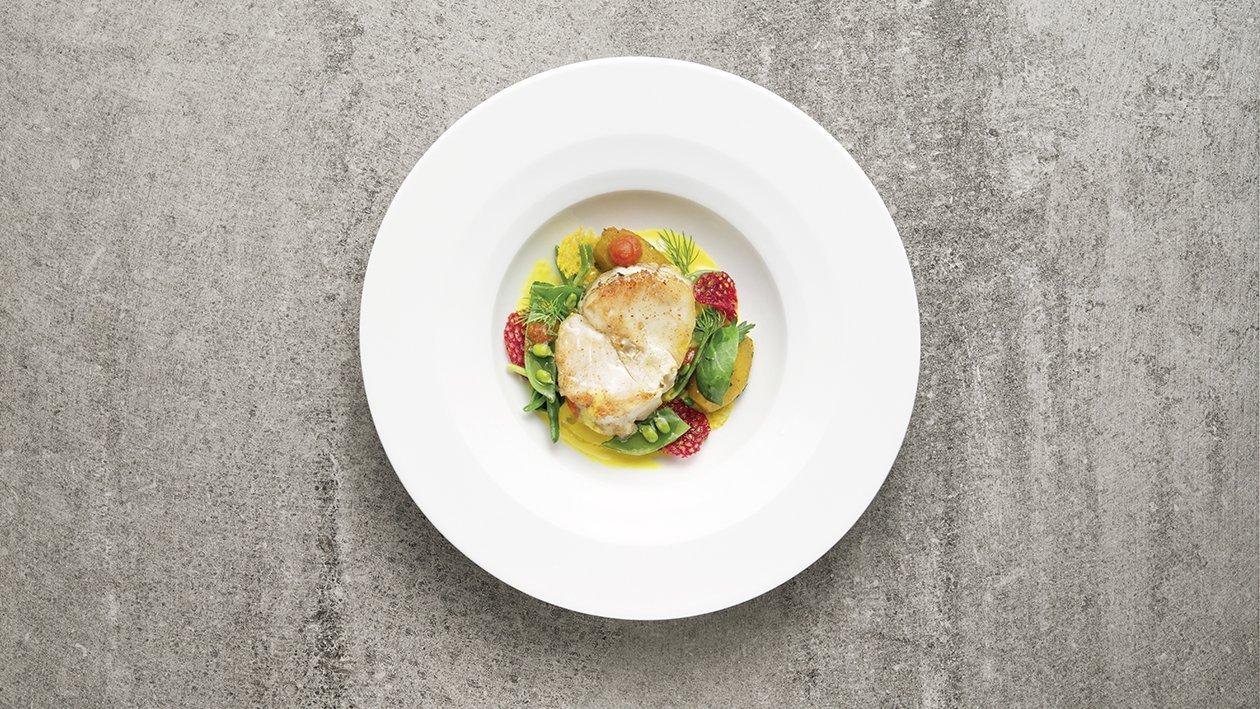 """""""Ossobuco"""" di pescatrice arrostito con verdurine novelle e salsa allo zafferano – Ricetta"""
