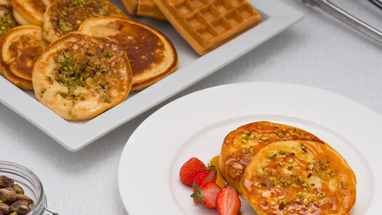 Pancake alla granella di pistacchi e topping – Ricetta