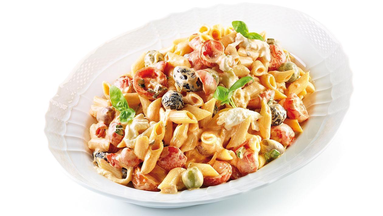 Penne con burrata, olive e salsa ai peperoni secchi – Ricetta