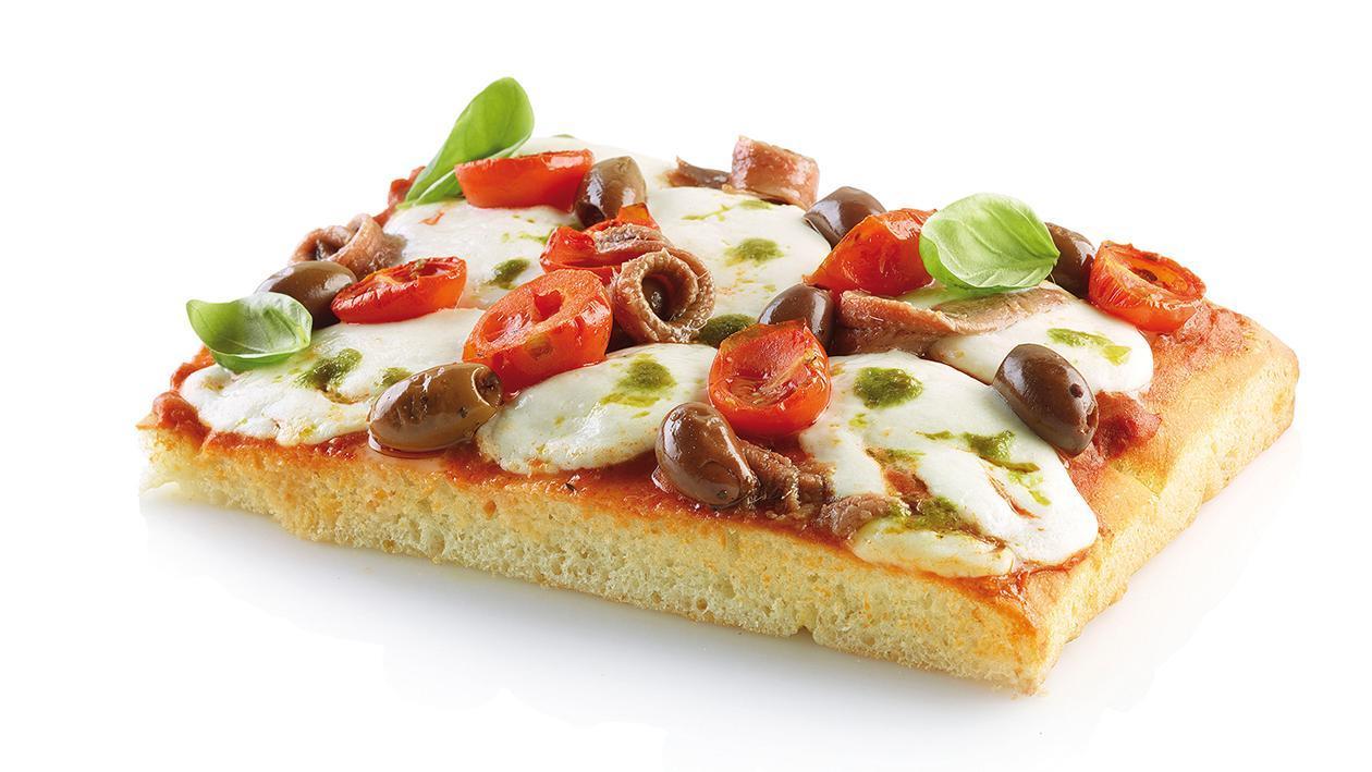 Pizza con mozzarella di bufala e acciughe con salsa di pomodori secchi – Ricetta