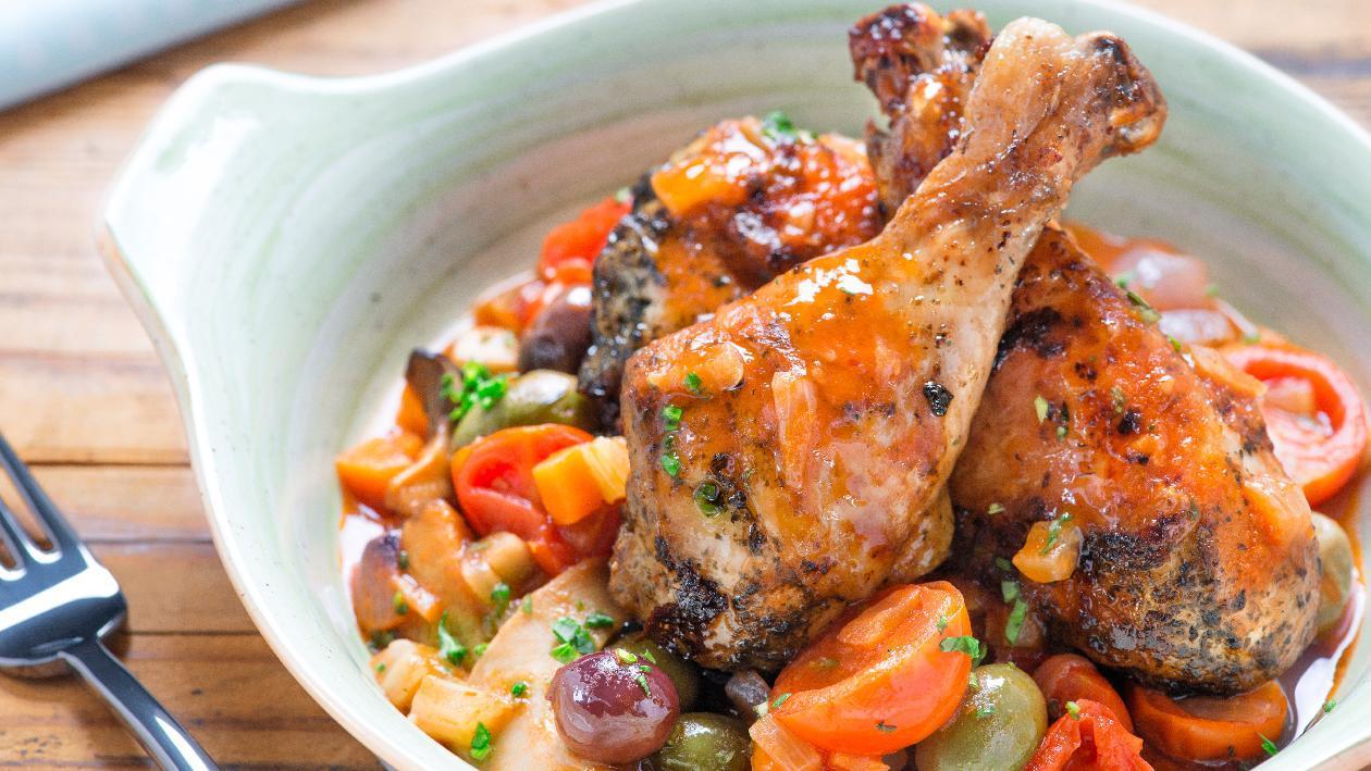 Pollo alla cacciatora con peperoni, olive e funghi – Ricetta