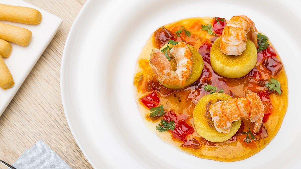 Polpettine di mais e fave con scampi al vapore e marmellata di pomodori – Ricetta