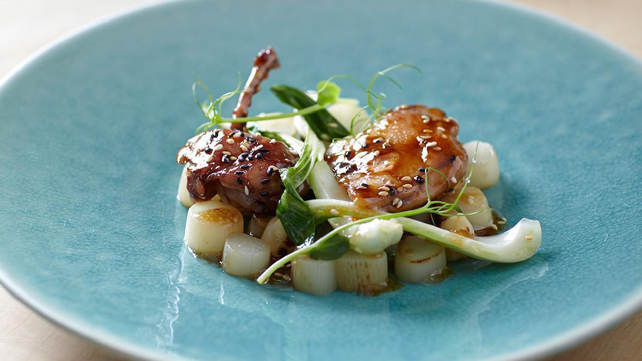 Quaglia in teriyaki, asparagi e cavolo cinese – Ricetta