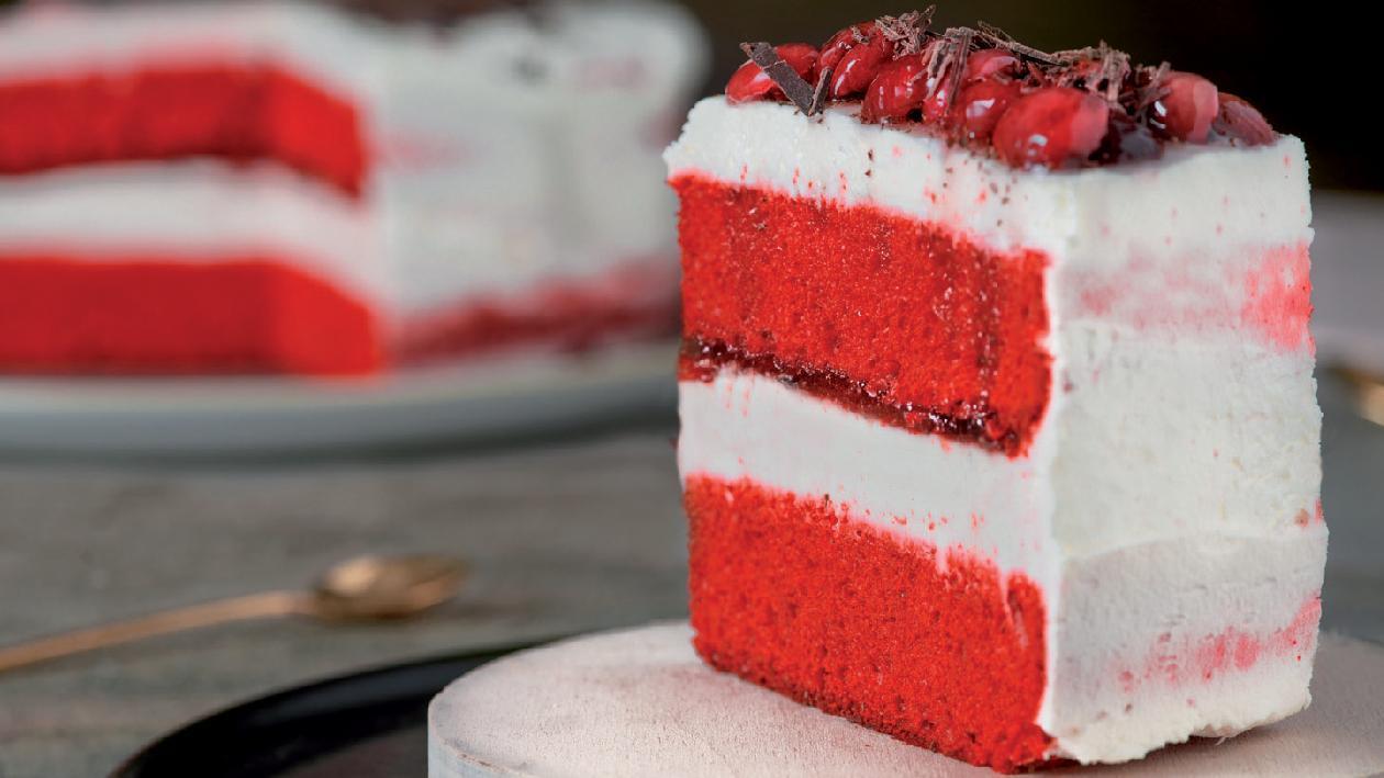 Red velvet con marmellata al lampone con mousse alla Cream Cheese e scaglie di cioccolato – Ricetta
