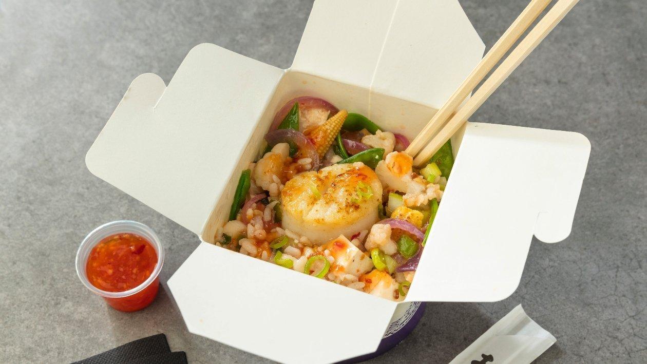 Riso con tofu, cavolfiore, mais, taccole e capasanta scottata. E salsa agro dolce – Ricetta