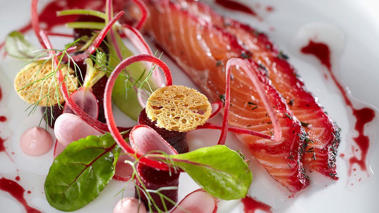 Salmone marinato con barbabietole e aneto – Ricetta