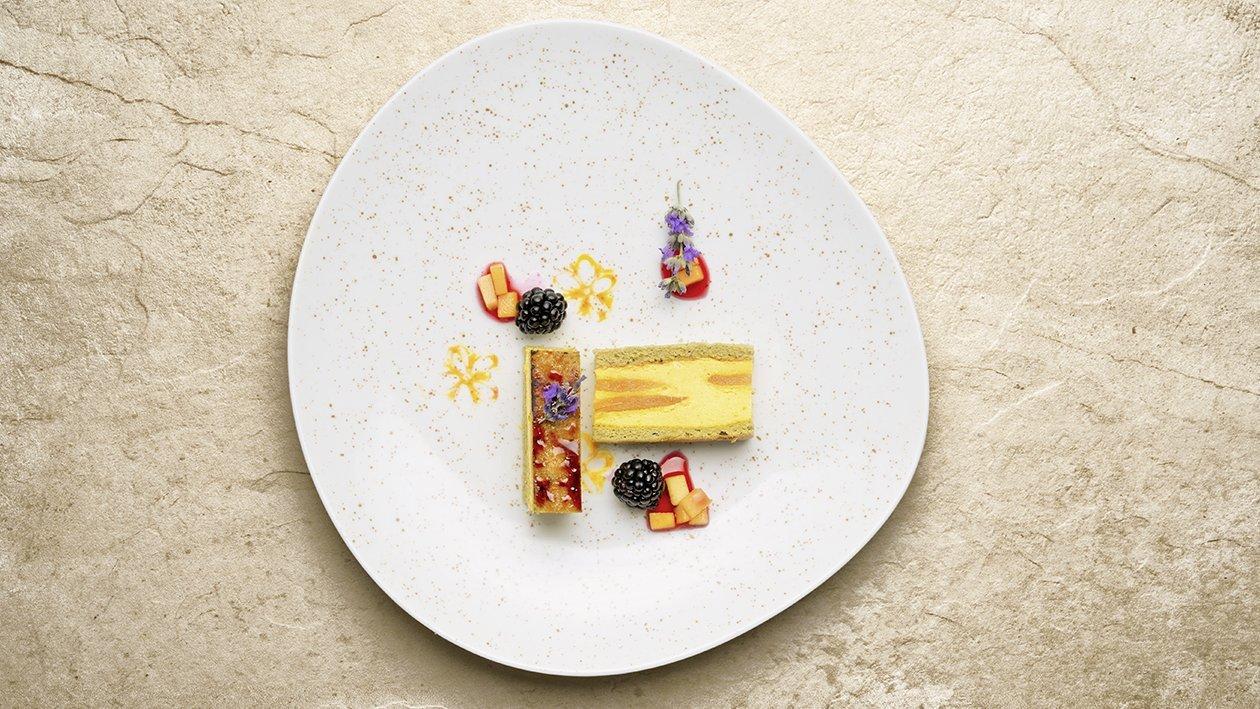Sandwich caramellato di crema catalana alla lavanda e zenzero con mango brulée al whisky affumicato – Ricetta