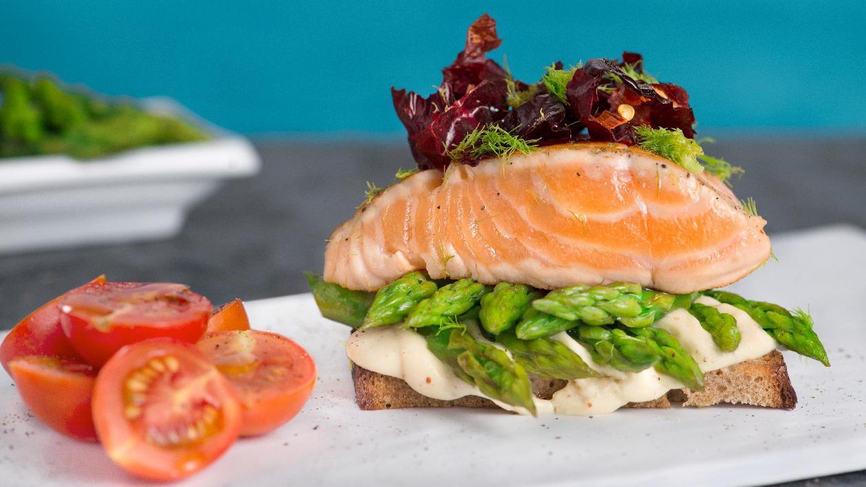 Sandwich farcito con salmone, mascarpone  e asparagi – Ricetta