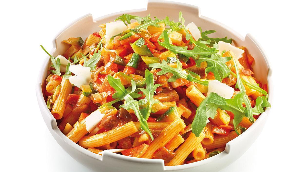 Sedanini alle verdure, con salsa al peperone rosso piccante – Ricetta