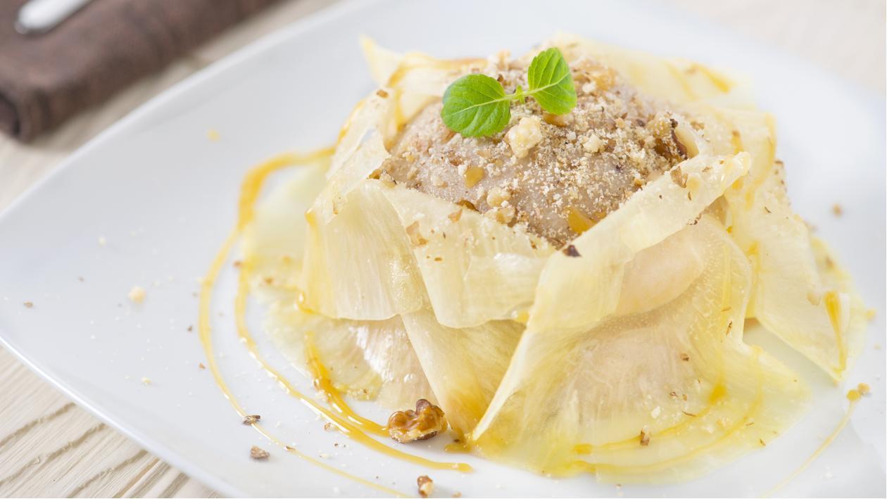 Semifreddo al torroncino con veli di ananas, mou e granella di noci – Ricetta