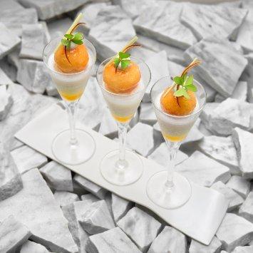 """""""Sgroppino"""" al limone con babà al limoncello e lemon grasse foglioline di acetosella – Ricetta"""