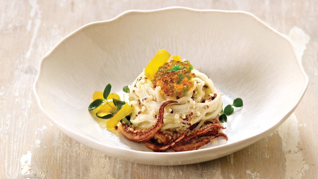 Spaghetti di riso con bottarga, quinoa rossa e arancia. – Ricetta