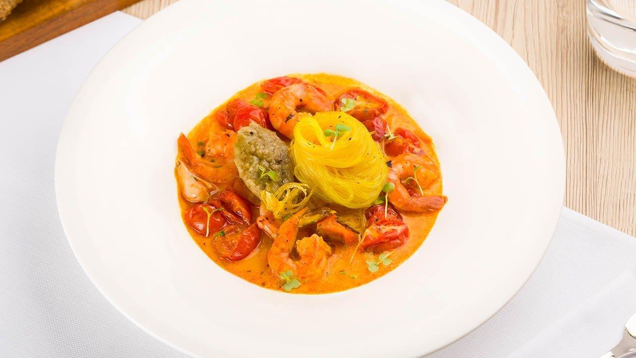 spaghetti di soia in salsa allo zafferano e limone con purea di melanzana, gamberi e pomodoro marinato – Ricetta