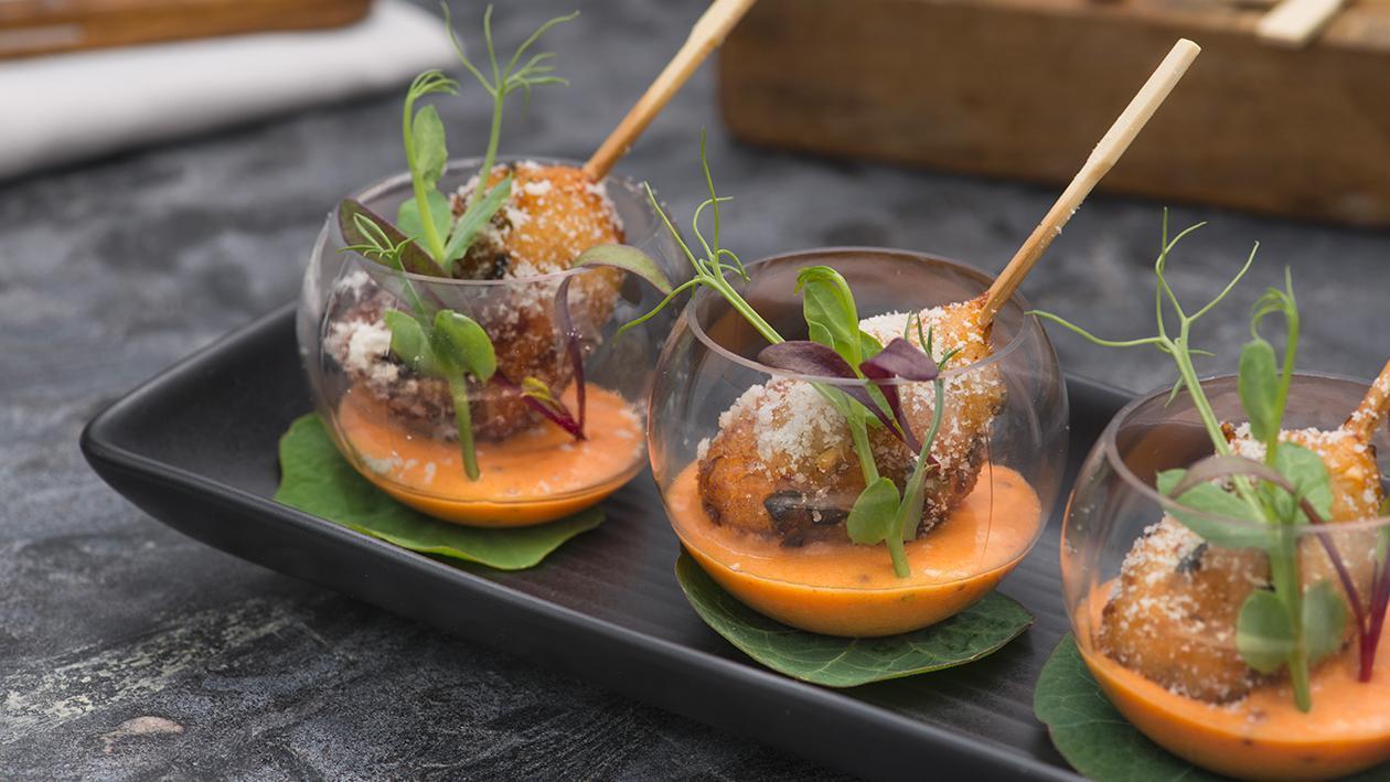 Supplì di cous cous alle verdure con salsa di peperoni e tabasco – Ricetta