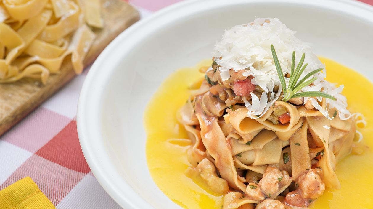 Tagliatelle al ragù di pollo e crema di peperoni gialli – Ricetta