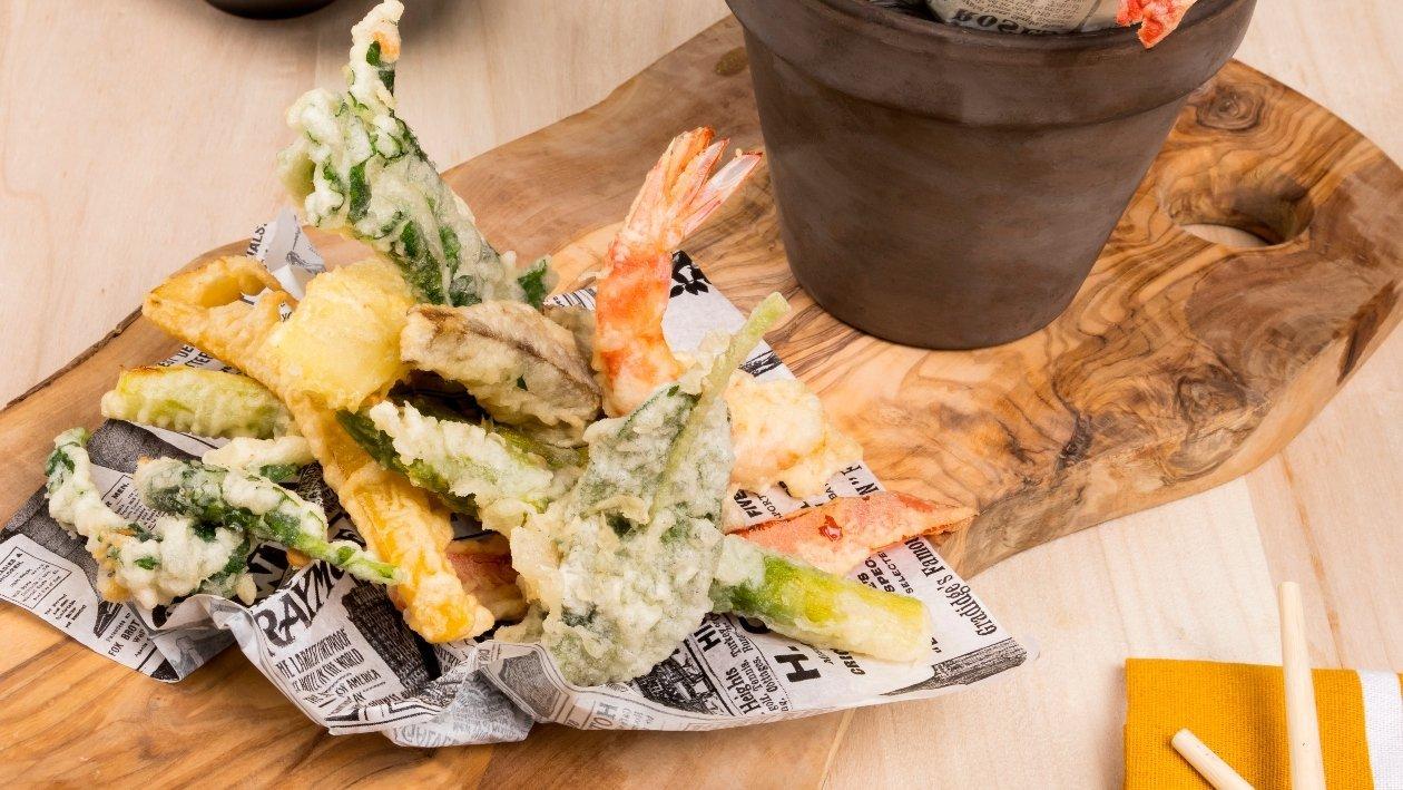 Tempura di verdure, pecorino e gamberi in salsa agrodolce di cipolla – Ricetta