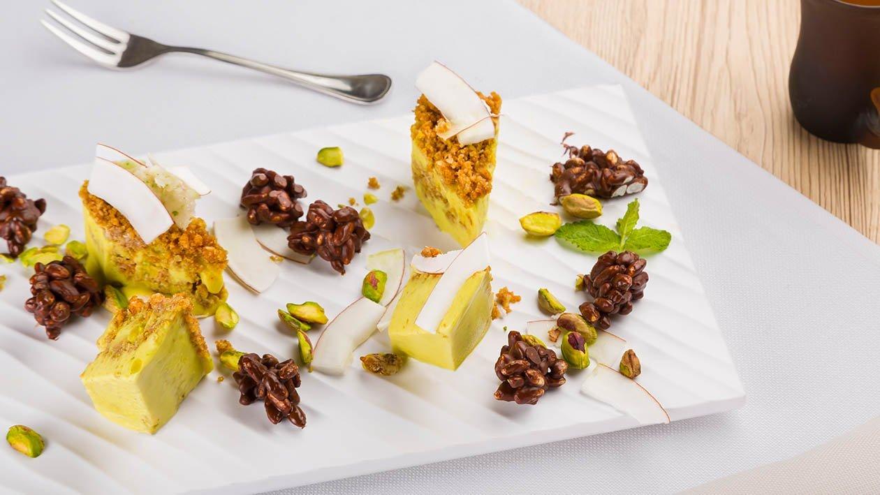tiramisù al pistacchio e lime con biscotto al cocco e riso soffiato – Ricetta