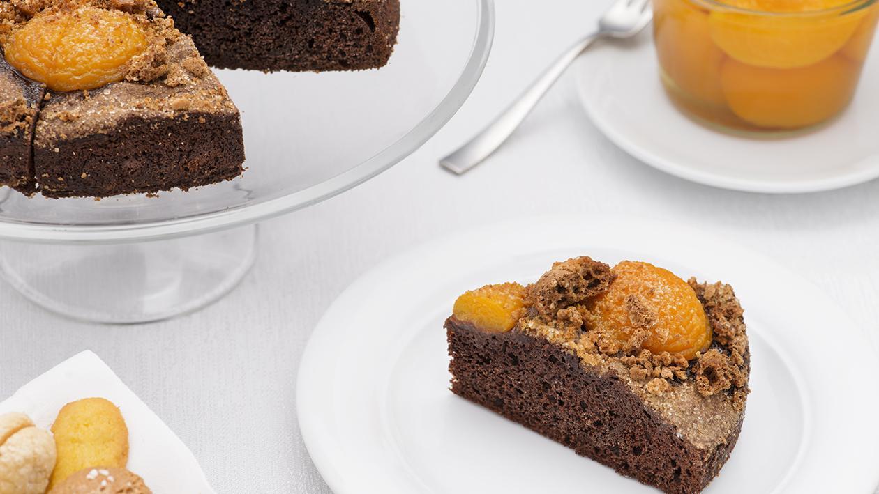 Torta al cioccolato, pesche e amaretto – Ricetta