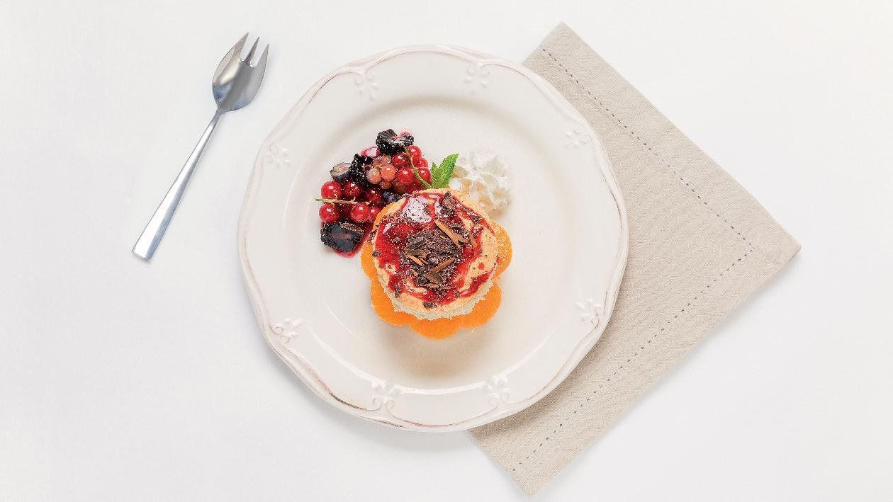 Torta al mandarino e cioccolato fondente con cannella e salsa ai frutti di bosco – Ricetta