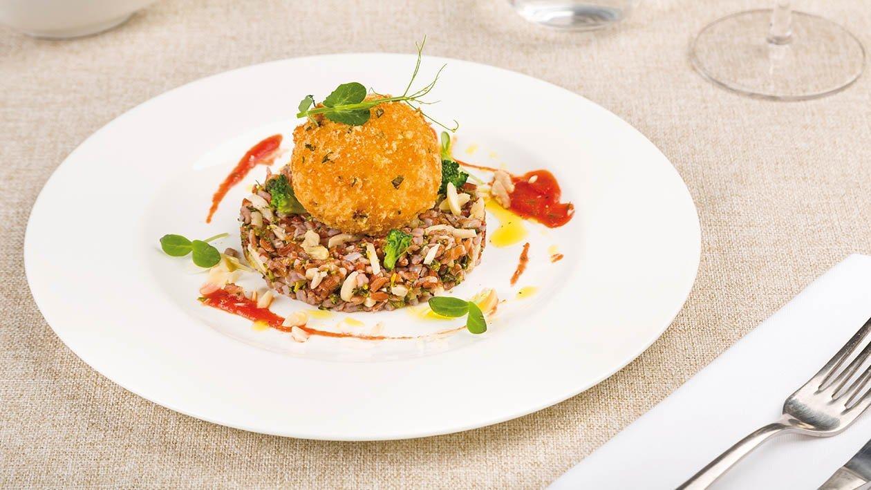Tortino di riso rosso con mozzarellina di bufala in carrozza e gazpacho di pomodoro – Ricetta
