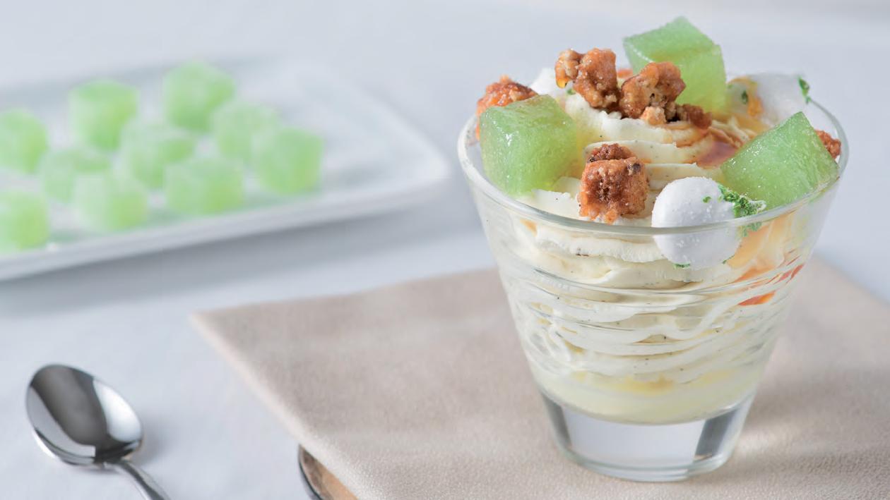 Verrina di mascarpone alla vaniglia con geleè di avocado e biscotto al caramello – Ricetta