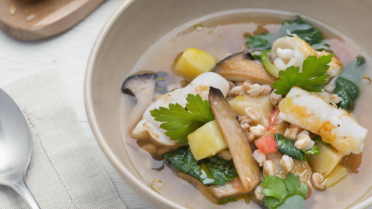 Zuppa di farro con patate, cardoncelli e riccioli di calamari – Ricetta