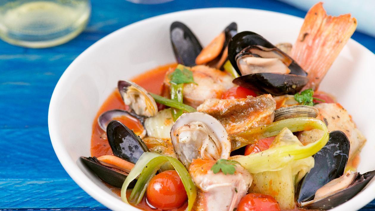 Zuppa di pesce alla paesana con cipollotti – Ricetta