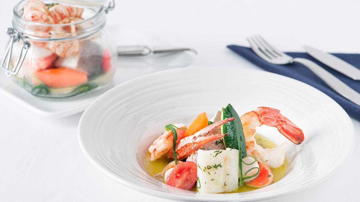 Zuppa di pesce vongole e salicornia, verdurine novelle e vinaigrette citrus in vasocottura – Ricetta