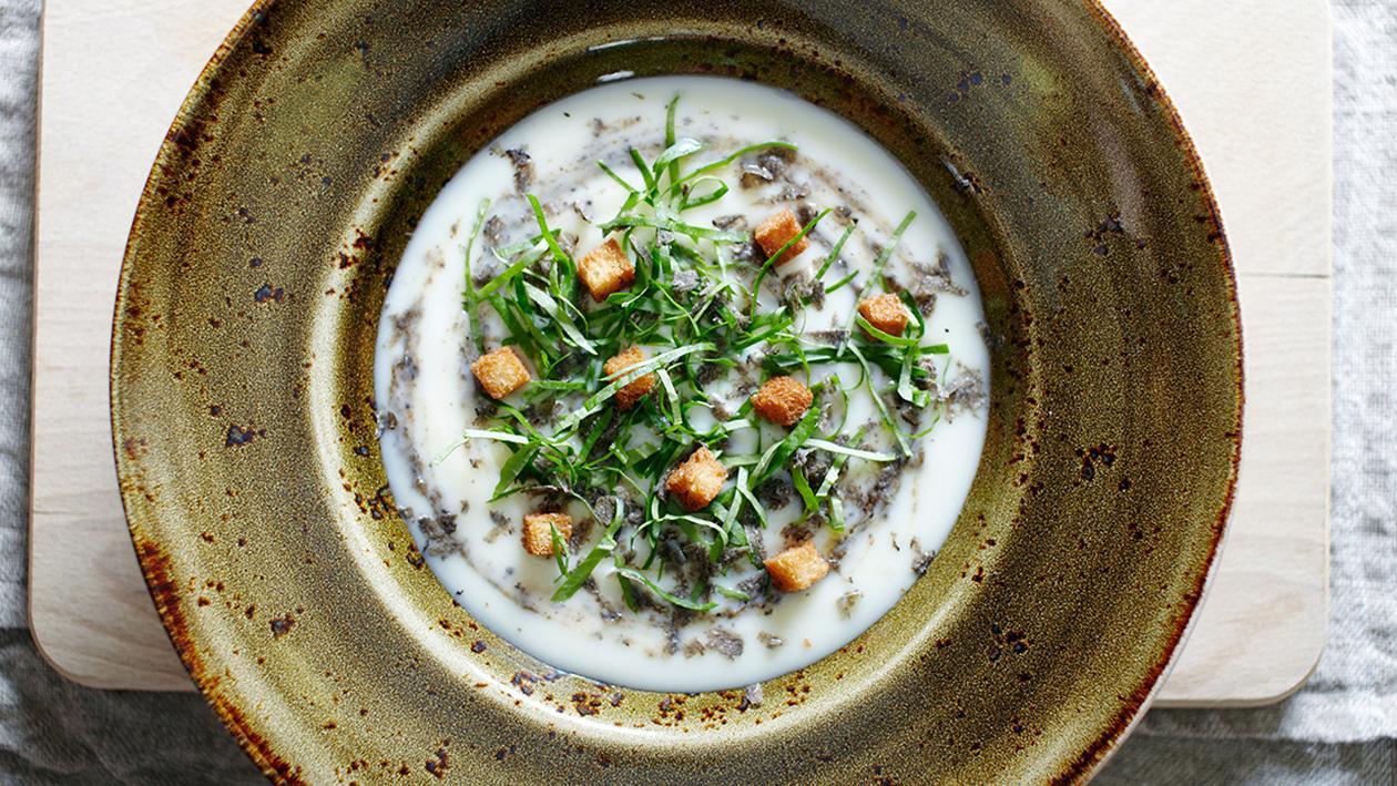 """Zuppa di verdure """"ritrovate"""" con crescione e tartufo – Ricetta"""