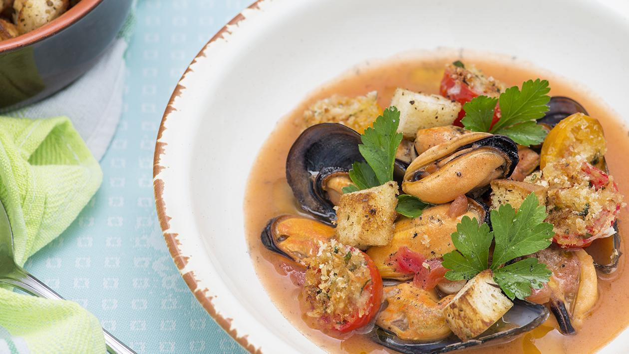 Zuppetta di cozze in vasocottura con pomodorini gratinati e crostini di pane all'origano – Ricetta