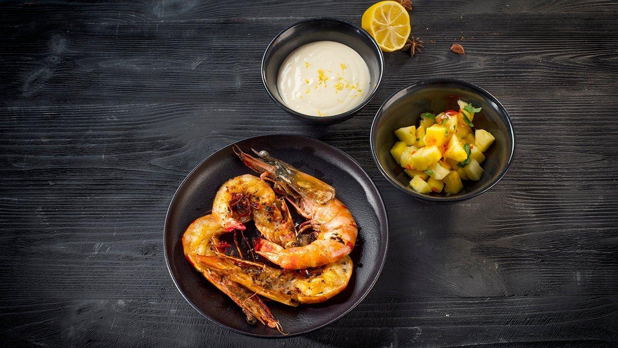 Ant grotelių keptos krevetės su ananasais ir citrusiniu majonezu – Receptas