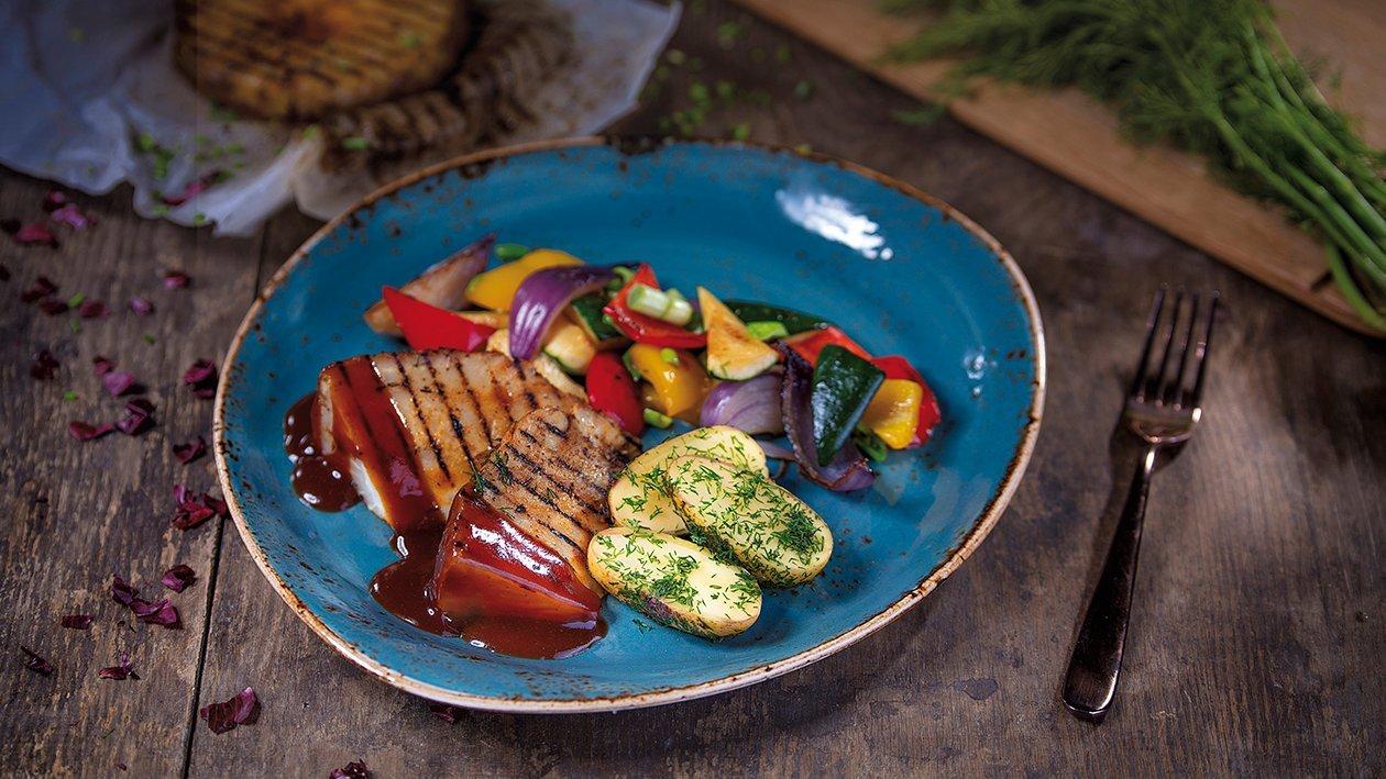 Ant grotelių keptos salierų šaknys su ruduoju daržovių padažu ir garnyru – Receptas