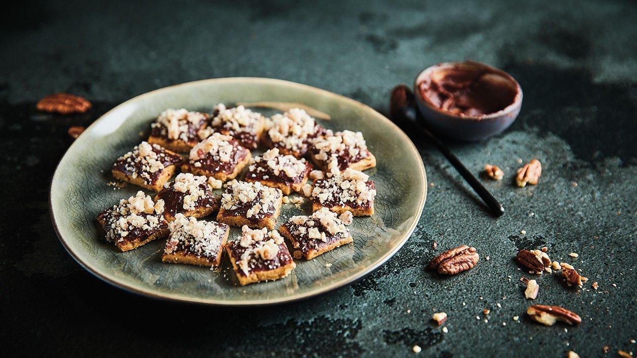 Karijų sausainiai su šokoladiniu ganašu ir riešutų griliažu – Receptas
