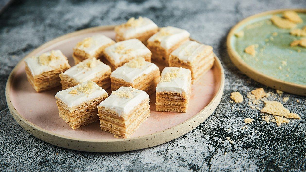 Medaus sausainių ir Creme Fraiche pyragas – Receptas