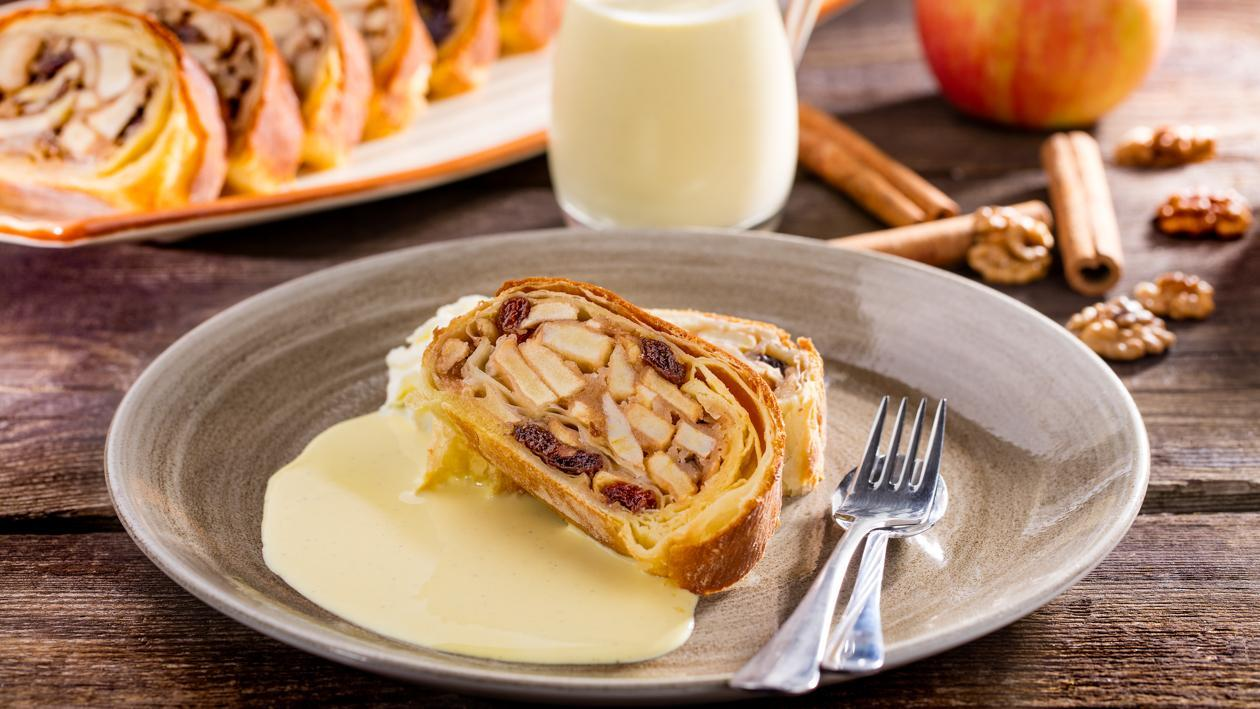 Obuolių štrudelis su vanilės padažu – Receptas