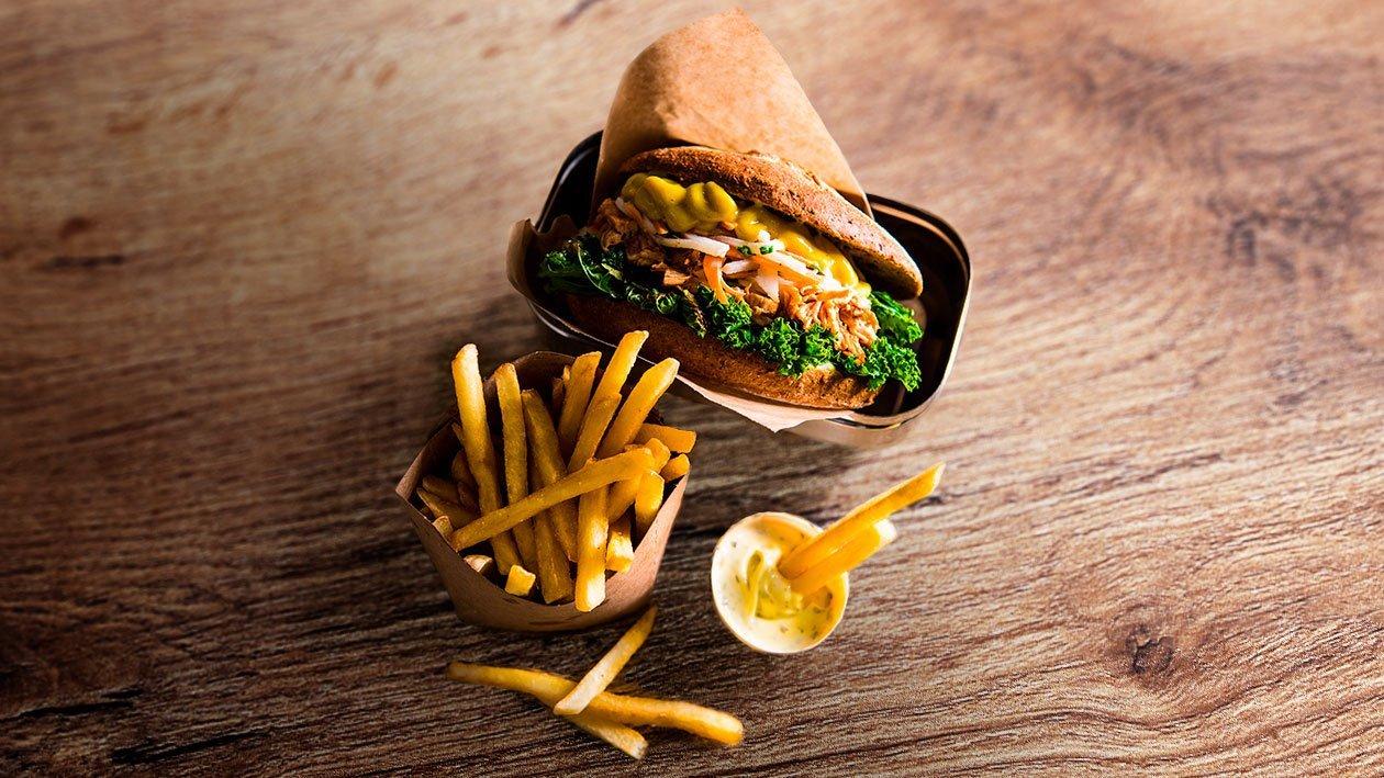 Plėšytos  triušienos (arba vištienos) ir ridikų salotų mėsainis – Receptas