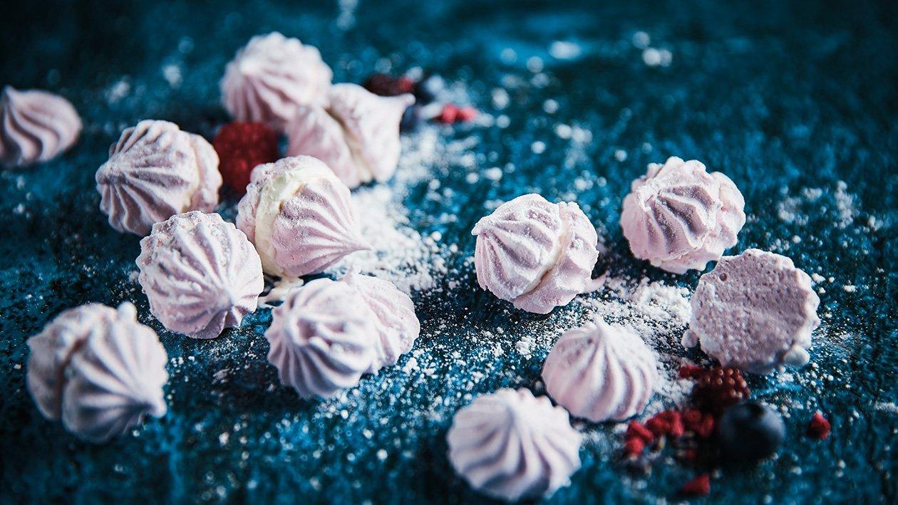 Raudonųjų serbentų zefyras su sutirštinto pieno kremu – Receptas