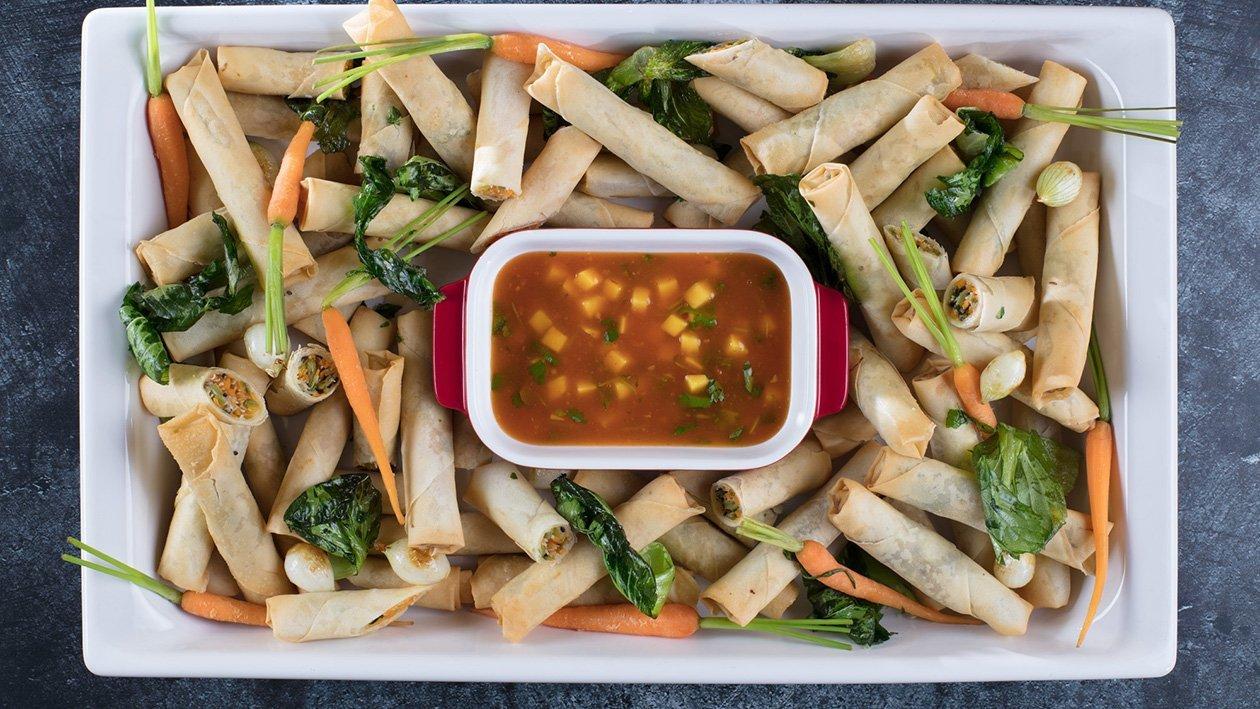 """""""Spring rolls"""" suktinukai su daržovėmis aštriame mangų padaže – Receptas"""