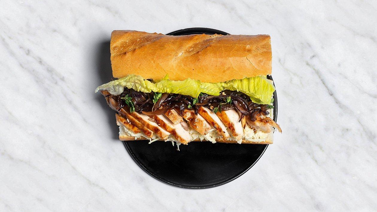 Sumuštinis su lėtai kepta vištienos šlaunelių mėsa – Receptas