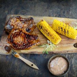 Cūkgaļa ar plūmju majonēzi un grilētu kukurūzu